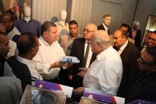 جولة وزير قطاع الأعمال العام في شركة غزل المحلة